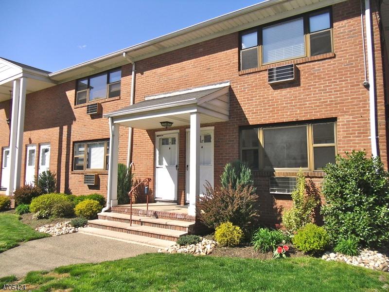 独户住宅 为 出租 在 17A COLONIAL Drive 小瀑布市, 新泽西州 07424 美国