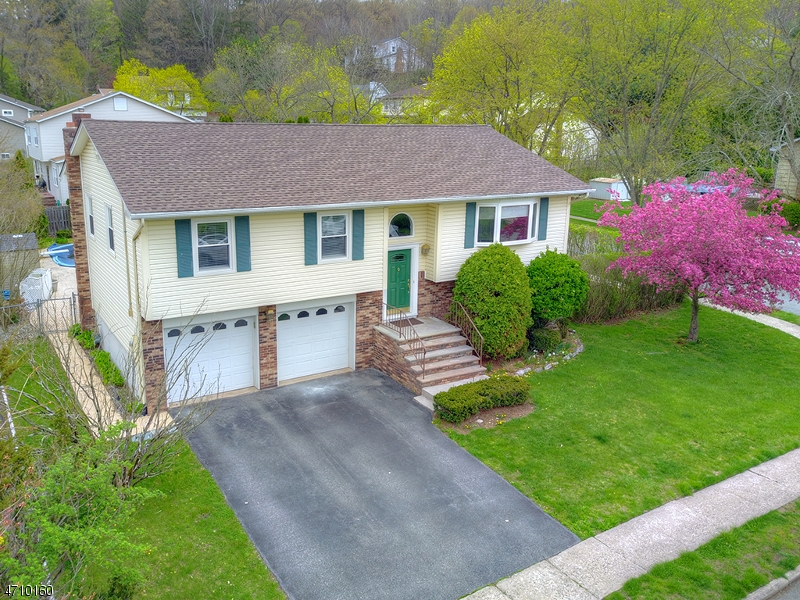 Single Family Home for Sale at 11 Wilson Drive Wanaque, 07465 United States