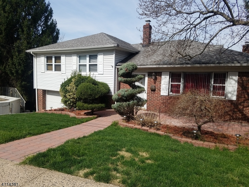 Single Family Home for Sale at 657 Oak Street Ridgefield, New Jersey 07657 United States