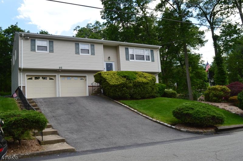 Частный односемейный дом для того Продажа на 95 Minnehaha Path Lincoln Park, Нью-Джерси 07035 Соединенные Штаты