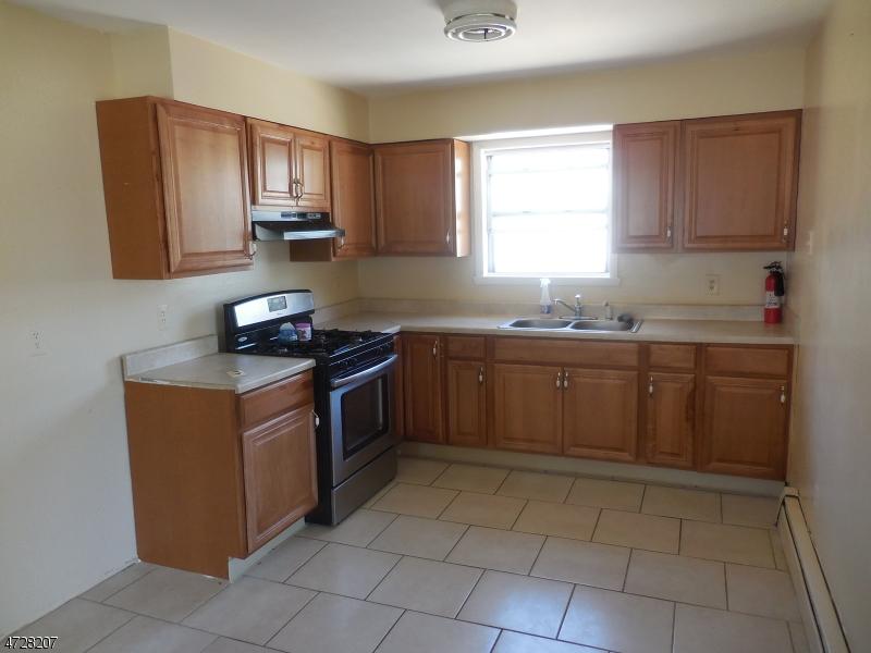 Частный односемейный дом для того Аренда на 717 Van Buren Avenue Linden, Нью-Джерси 07036 Соединенные Штаты