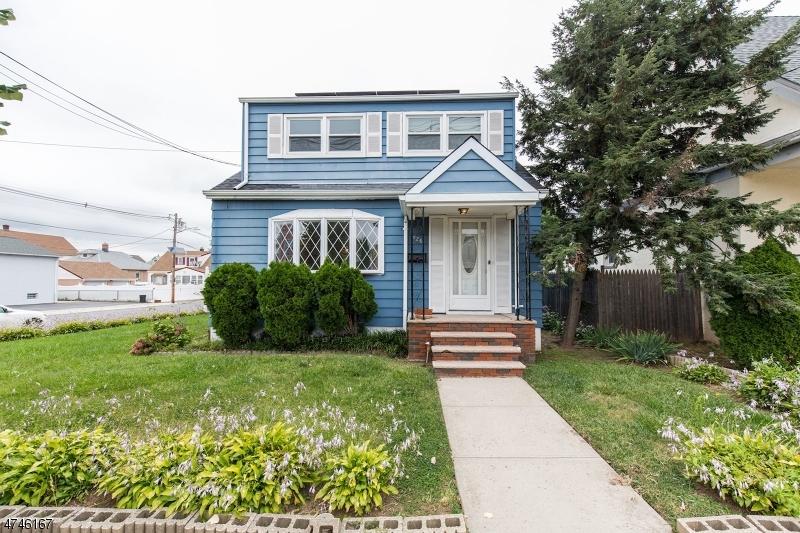 Частный односемейный дом для того Продажа на 726 Roosevelt Avenue 726 Roosevelt Avenue Carteret, Нью-Джерси 07008 Соединенные Штаты