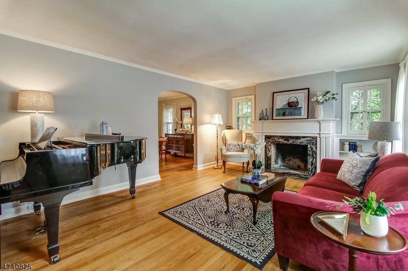 Частный односемейный дом для того Продажа на 25 Burnet Street Maplewood, Нью-Джерси 07040 Соединенные Штаты