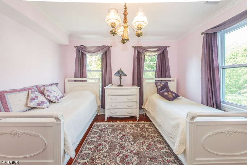 Additional photo for property listing at 142 Brookfield Avenue 142 Brookfield Avenue Nutley, New Jersey 07110 Vereinigte Staaten