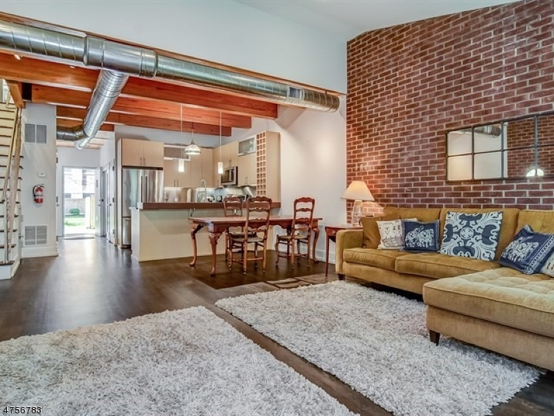 Частный односемейный дом для того Аренда на 25 Clark St, UNIT 102 Glen Ridge, Нью-Джерси 07028 Соединенные Штаты