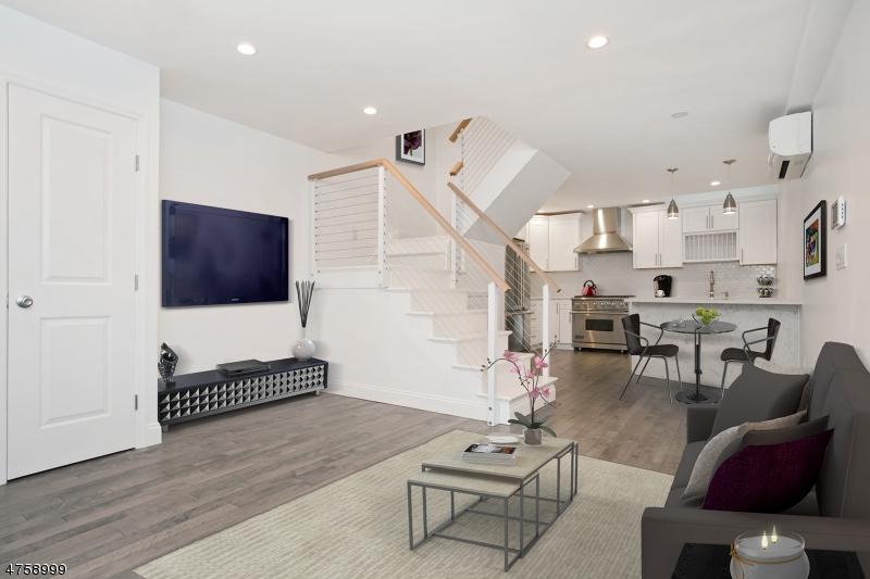Частный односемейный дом для того Продажа на 214 8th Street Hoboken, Нью-Джерси 07030 Соединенные Штаты