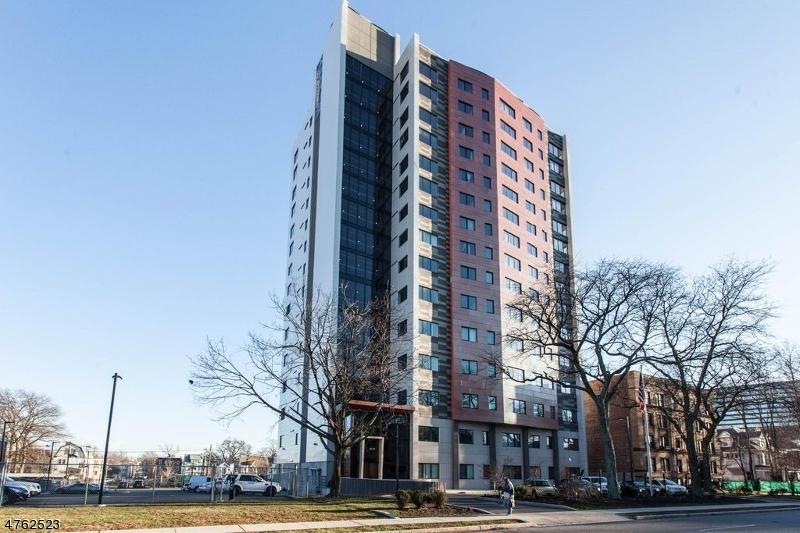 Casa Unifamiliar por un Alquiler en 240 S. Harrison Street East Orange, Nueva Jersey 07018 Estados Unidos