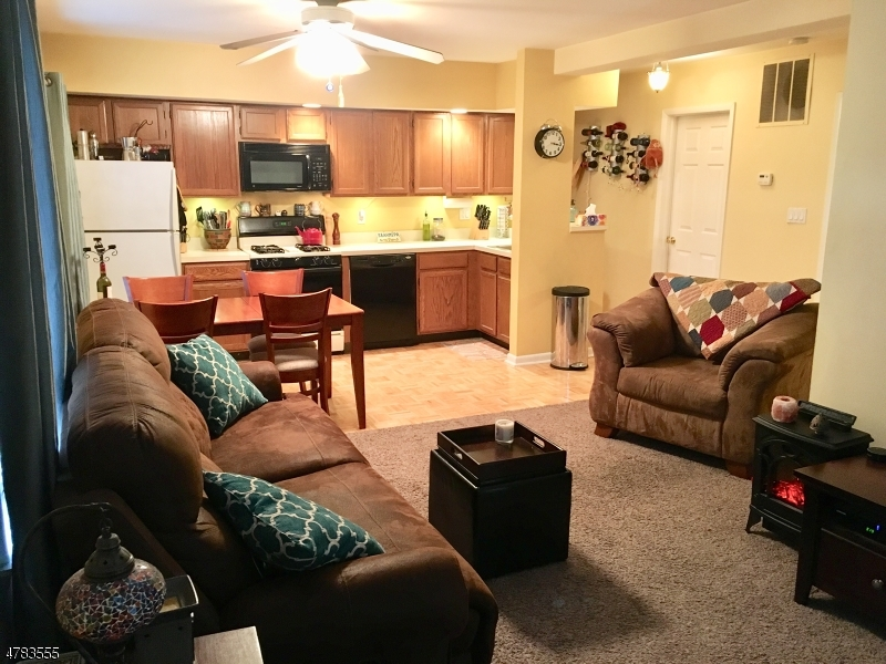 Casa Unifamiliar por un Alquiler en 25 Oak Street Rockaway, Nueva Jersey 07866 Estados Unidos