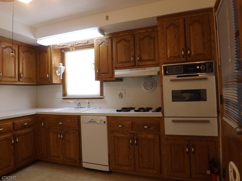 Частный односемейный дом для того Аренда на 636 WILLOW Avenue Garwood, Нью-Джерси 07027 Соединенные Штаты