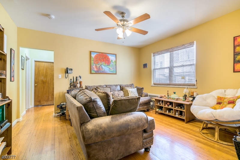 Maison avec plusieurs logements pour l Vente à 55 SHALER Avenue Fairview, New Jersey 07022 États-Unis