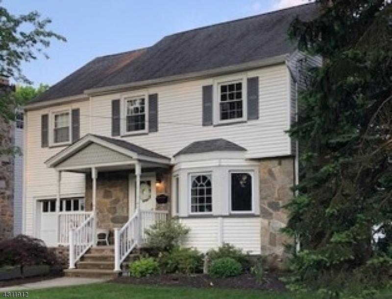 独户住宅 为 销售 在 119 MAKATOM Drive 克兰弗德, 新泽西州 07016 美国