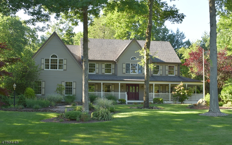 Single Family Home for Sale at 33 Hampshire Rd 33 Hampshire Rd Mahwah, New Jersey 07430 United States