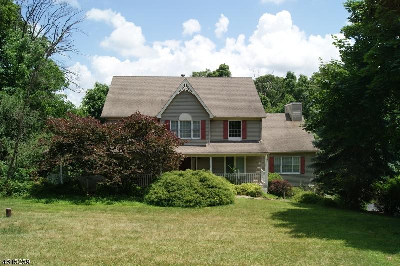 Nhà ở một gia đình vì Bán tại 17 KENSINGTON Court Asbury, New Jersey 08802 Hoa Kỳ