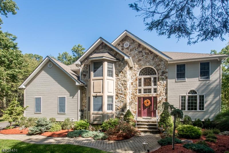 Villa per Vendita alle ore 45 CASTLE ROCK Road West Milford, New Jersey 07421 Stati Uniti