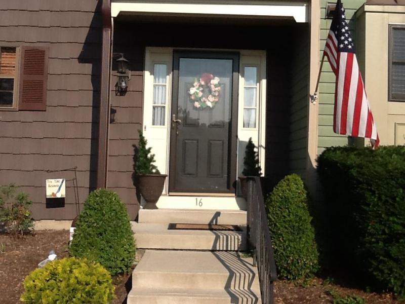 Condo / Casa geminada para Venda às 16 DUCK HAWK Court Allamuchy, Nova Jersey 07840 Estados Unidos