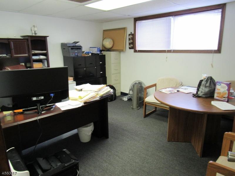 Commercial pour l à louer à 112 COURTYARD Drive Hillsborough, New Jersey 08844 États-Unis