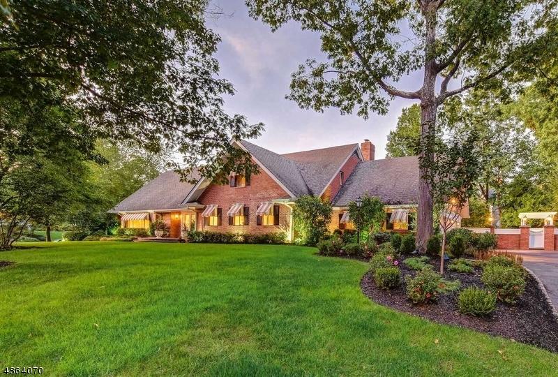 Частный односемейный дом для того Продажа на 950 MINISINK WAY Westfield, Нью-Джерси 07090 Соединенные Штаты