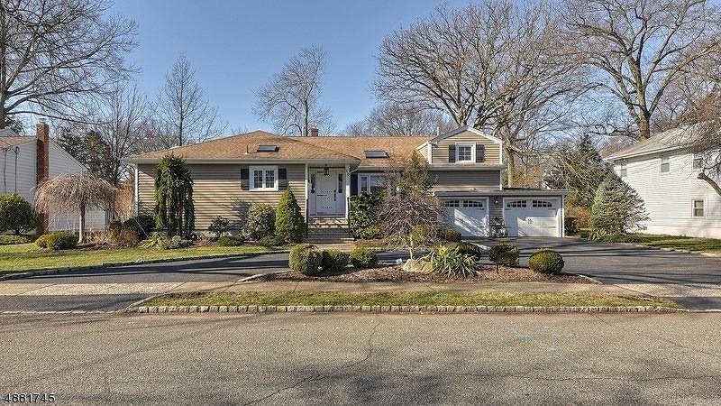 Частный односемейный дом для того Продажа на 10 Woodside Road Springfield, Нью-Джерси 07081 Соединенные Штаты