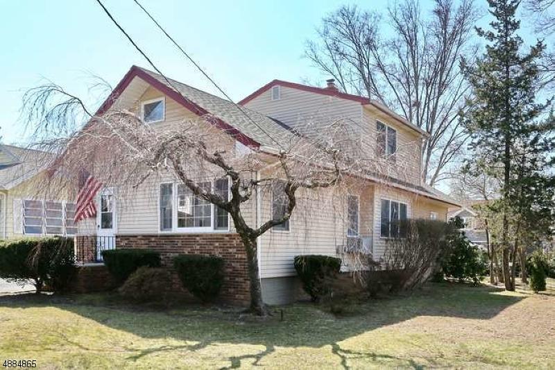 Maison unifamiliale pour l Vente à 214 HILL Street Midland Park, New Jersey 07432 États-Unis