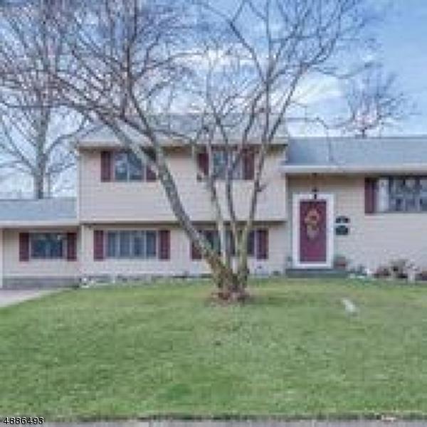 Частный односемейный дом для того Продажа на 82 CARDINAL Drive Oakland, Нью-Джерси 07436 Соединенные Штаты