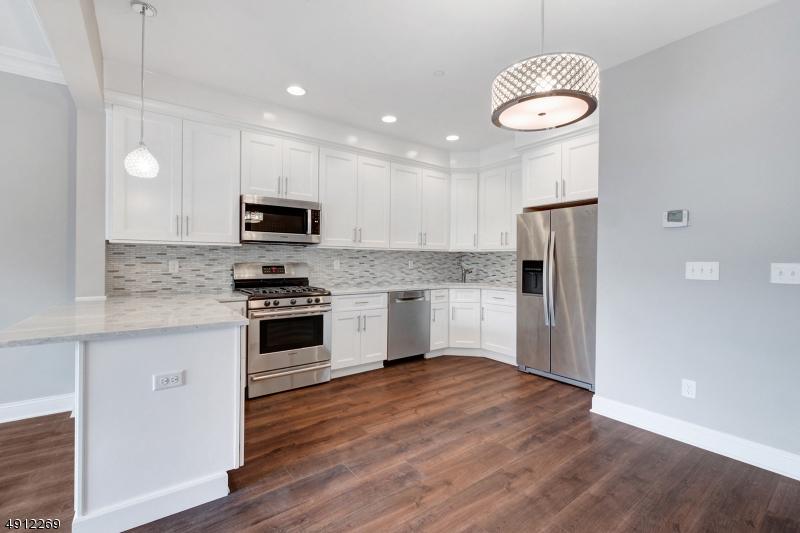 公寓 / 聯排別墅 為 出售 在 East Hanover, 新澤西州 07936 美國