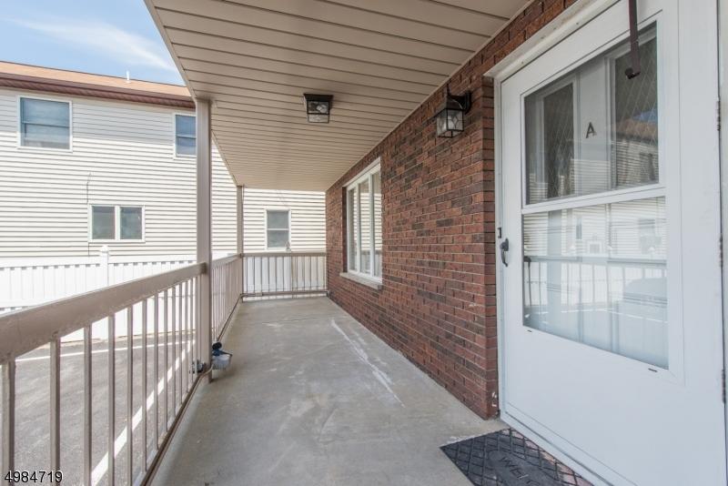 Кондо / дом для того Продажа на East Rutherford, Нью-Джерси 07073 Соединенные Штаты