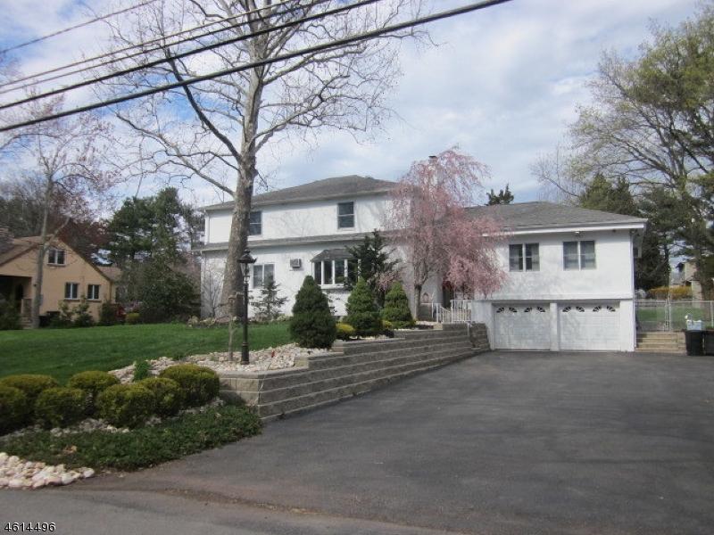 独户住宅 为 销售 在 112 BENNINGTON PKWY 富兰克林公园, 新泽西州 08823 美国