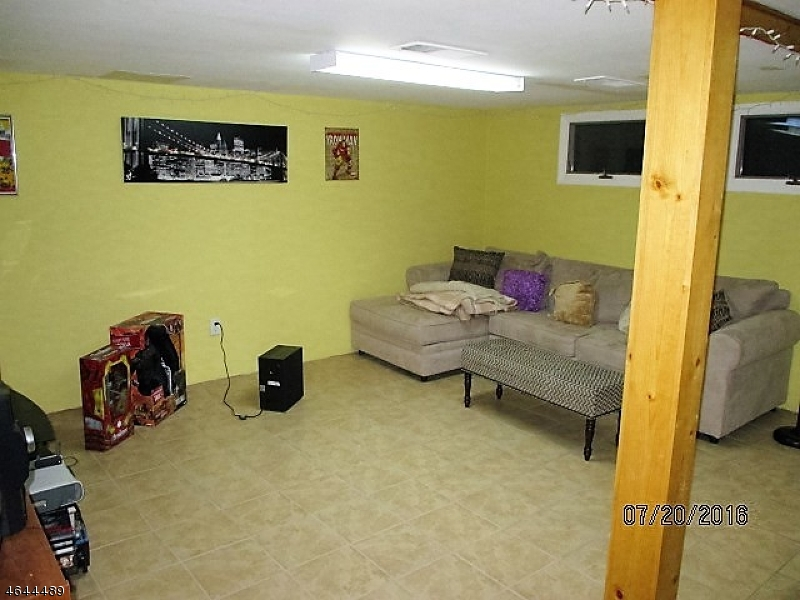 Additional photo for property listing at 63 Meadow Pond Road  Hamburg, New Jersey 07419 États-Unis
