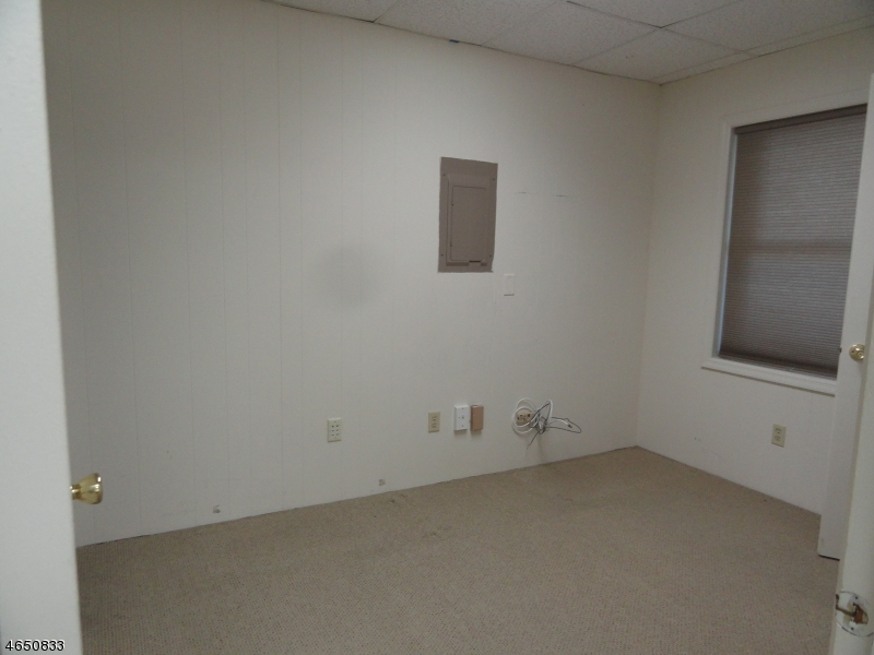 Additional photo for property listing at 349 US Hwy 206  希尔斯堡, 新泽西州 08844 美国