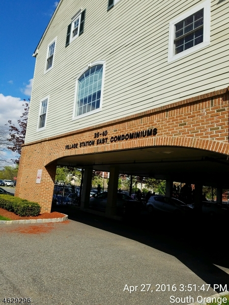 Casa Unifamiliar por un Venta en 26-40 CHURCH ST UNIT 5 South Orange, Nueva Jersey 07079 Estados Unidos