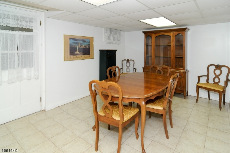 Additional photo for property listing at 133 Dorothy Drive  Haledon, Nueva Jersey 07508 Estados Unidos