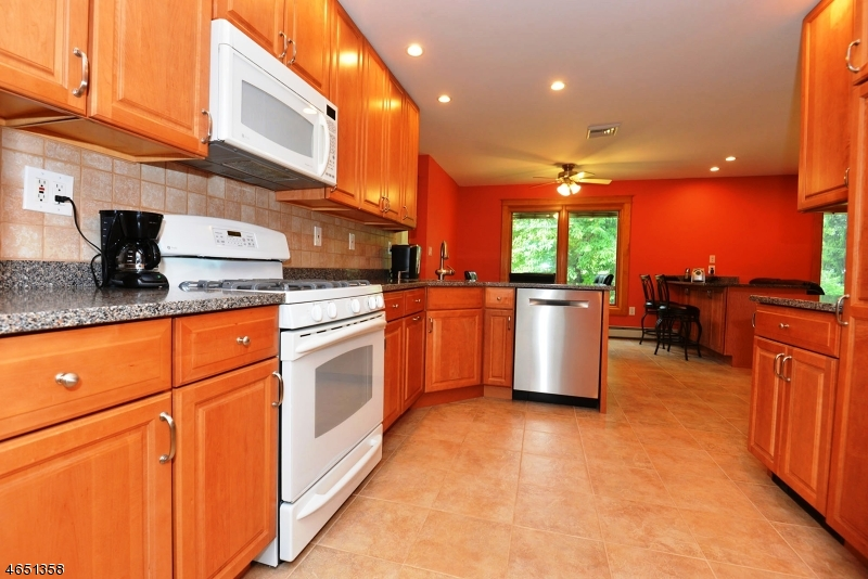 Additional photo for property listing at 7 Brantwood Court  East Brunswick, Nueva Jersey 08816 Estados Unidos