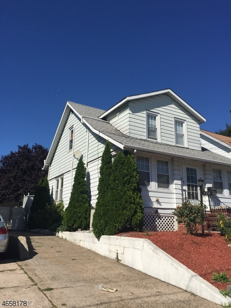Additional photo for property listing at 124 E 3rd Street  Clifton, Нью-Джерси 07011 Соединенные Штаты