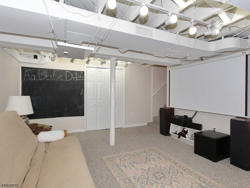 Additional photo for property listing at 2 BEECH Avenue  Madison, 新泽西州 07940 美国
