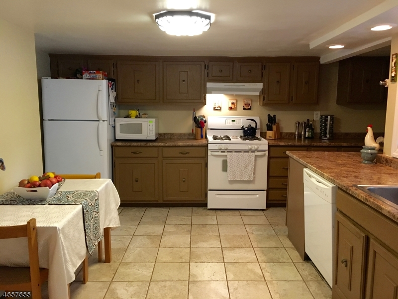 Additional photo for property listing at 323 Boonton Avenue  Boonton, Нью-Джерси 07005 Соединенные Штаты
