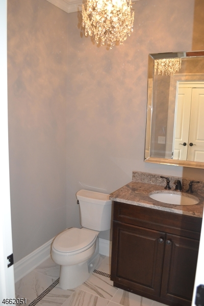 Additional photo for property listing at 2 SENECA Court  Hackettstown, New Jersey 07840 États-Unis