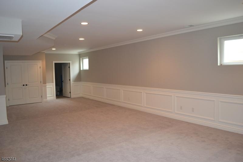 Additional photo for property listing at 2 SENECA Court  Hackettstown, Nueva Jersey 07840 Estados Unidos