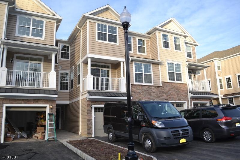 Maison unifamiliale pour l à louer à 39 Autumn Way Montvale, New Jersey 07645 États-Unis
