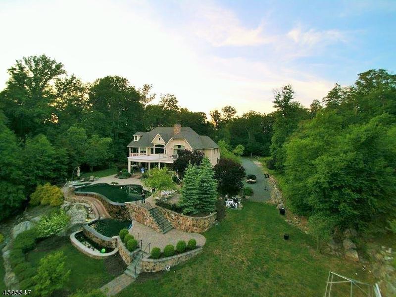 独户住宅 为 销售 在 101 CHINCOPEE Road Lake Hopatcong, 新泽西州 07849 美国