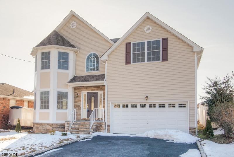 Частный односемейный дом для того Продажа на 234 N 19th Street Kenilworth, 07033 Соединенные Штаты
