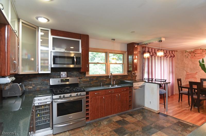 Частный односемейный дом для того Продажа на 31-07 GARFIELD Place Fair Lawn, 07410 Соединенные Штаты