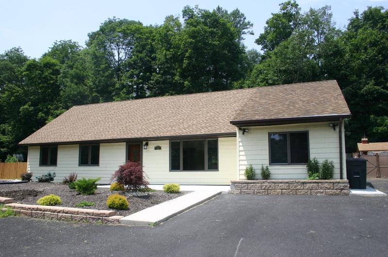 Casa Unifamiliar por un Alquiler en 1269 Macopin Road West Milford, Nueva Jersey 07480 Estados Unidos
