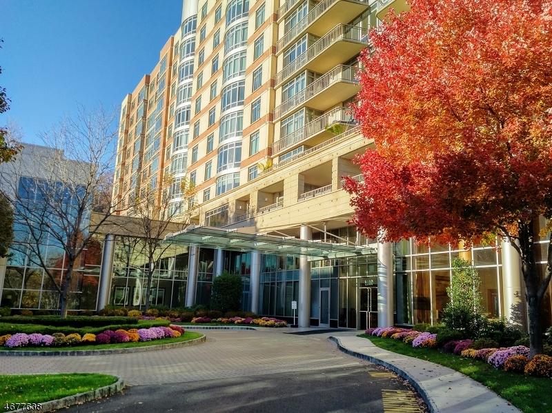 Частный односемейный дом для того Продажа на 8100 River Road North Bergen, Нью-Джерси 07047 Соединенные Штаты