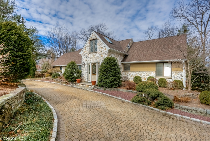 Single Family Home for Sale at 141 Summit Road Florham Park, New Jersey 07932 United States
