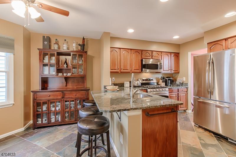 独户住宅 为 销售 在 18 Christopher Court Lincoln Park, 新泽西州 07035 美国