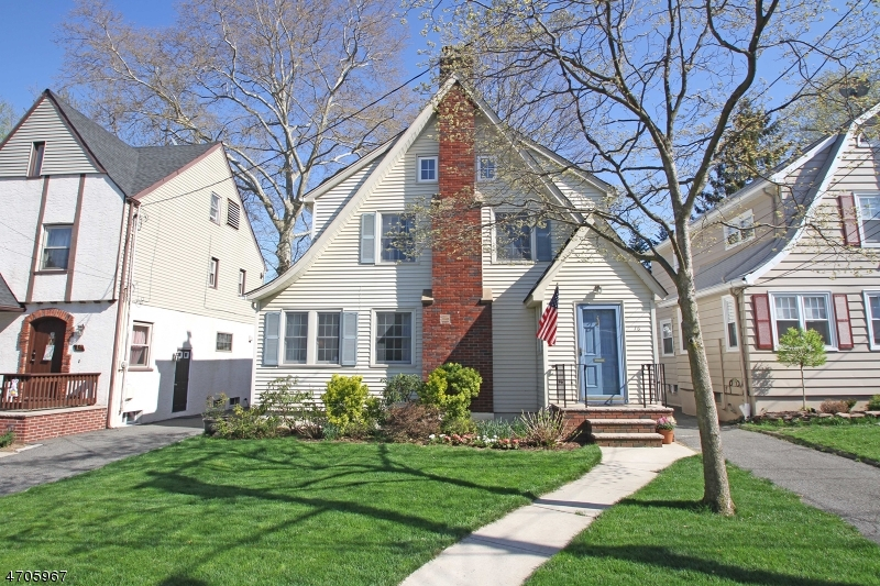 Single Family Home for Sale at 16 Oakridge Road Bloomfield, 07003 United States