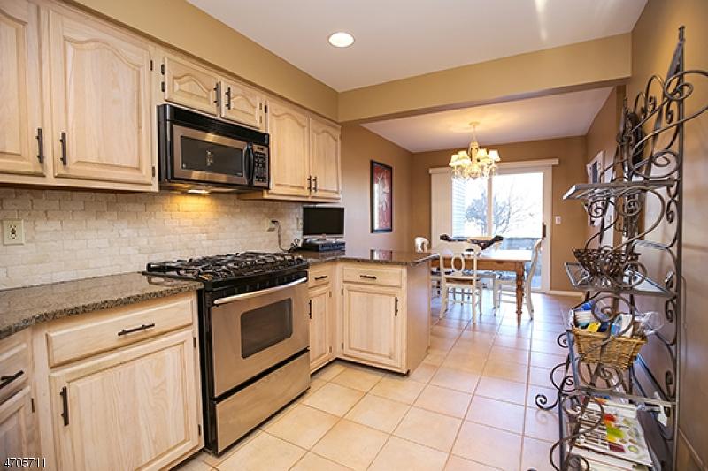 独户住宅 为 出租 在 5 Fowler Drive 西奥兰治, 新泽西州 07052 美国
