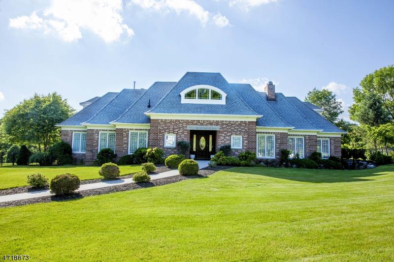 Частный односемейный дом для того Продажа на 2 Kensington Place Roseland, Нью-Джерси 07068 Соединенные Штаты