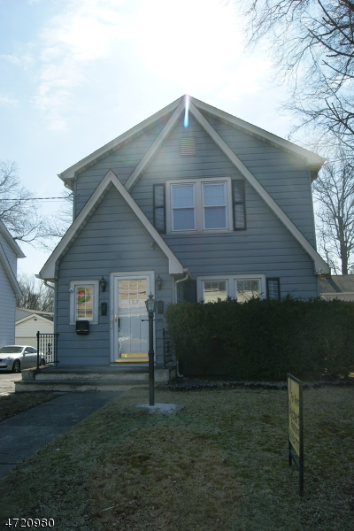 Maison unifamiliale pour l à louer à 102 South Avenue Fanwood, New Jersey 07023 États-Unis
