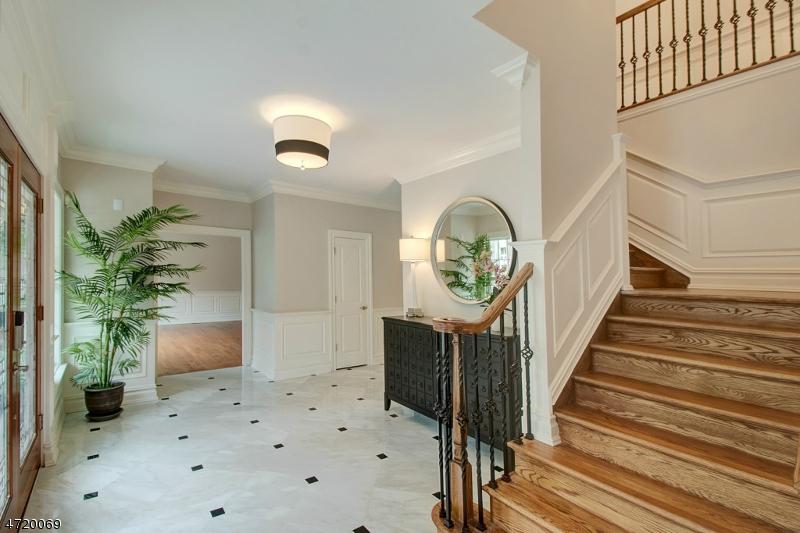 独户住宅 为 销售 在 325 Runnymede Road Essex Fells, 新泽西州 07021 美国